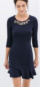 Elegant Knitted Dress with Diamonds Flower Neckline
