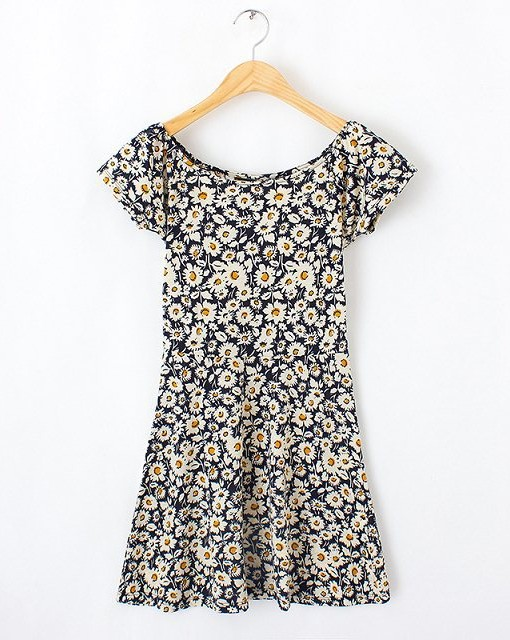 Top Shop Inspired Daisy Printed O-Neck Short Sleeves Above Knee Pleated Dress
